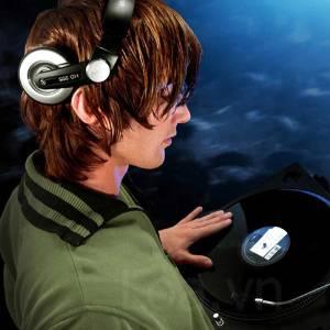 Dj type headphone for music lovers