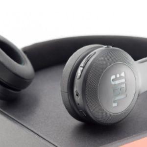 e45bt on-ear controls