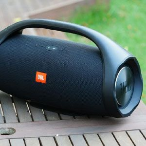 JBL boombox offers to change sound mode