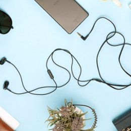 Tangle free cable keeps the earphone knot free
